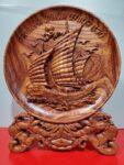 Đĩa gỗ bày bàn – Thuận Buồm Xuôi Gió -QT17